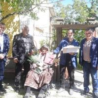 За 100 годишния дядо Иван от Гиген тайната на дълголетието е в труда и каничката домашно червено вино