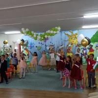 Празнично настроение в училища и детски градини