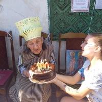 """""""Като запея, сякаш наново се раждам."""" – казва 100-годишната баба Иванка от Загражден"""