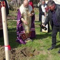 """Великотърновският митрополит Григорий положи основният камък на параклиса """"Св. Параскева"""" в с. Искър"""
